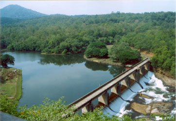 Weir downstream of the Thenmala dam